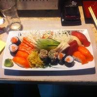 Foto tirada no(a) Doshi Sushibar por Roberto em 8/19/2012