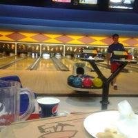 Photo taken at Palace Bowling & Entertainment Center by Romina Kiima C. on 8/16/2012