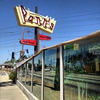 4/28/2012 tarihinde Ethan C.ziyaretçi tarafından Pann's Restaurant & Coffee Shop'de çekilen fotoğraf