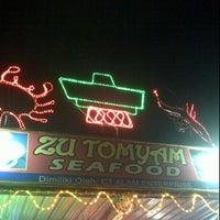 Photo taken at Zu Tomyam Seafood by Zue H. on 5/28/2012