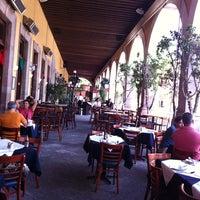 Photo taken at Hank's Querétaro by Ninfa P. on 9/8/2011