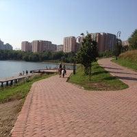 Das Foto wurde bei Парк «Борисовские пруды» von Валя Д. am 7/28/2012 aufgenommen