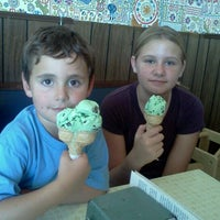 Photo taken at Cammie's Old Dutch Ice Cream Shoppe by Sara O. on 8/27/2011