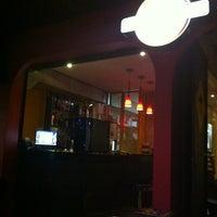 Foto tirada no(a) Three Burgers por Débora M. em 5/4/2012