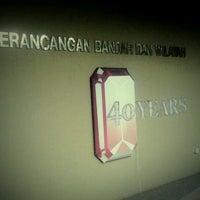 Photo taken at Fakulti Senibina, Perancangan dan Ukur by Mohd F. on 12/19/2011