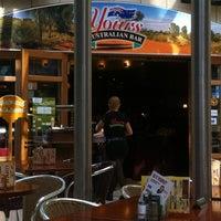 Das Foto wurde bei Yours Australian Bar von Tung am 6/10/2012 aufgenommen