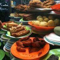 Photo taken at Padang Brown Food Court by atrh m. on 4/27/2012