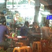 Photo taken at ราดหน้ายอดผักหมูหมัก ลาดพร้าว 71 by DJnoom N. on 3/16/2012
