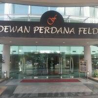 Photo taken at Dewan Perdana Felda by Aboo Z. on 10/24/2011