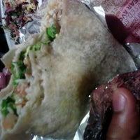 Foto tirada no(a) Chipotle Mexican Grill por L.Roy J. em 3/5/2012