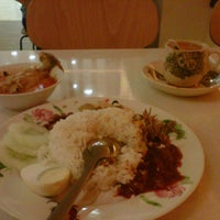 Photo taken at Daily Kopitiam by Jasryn Y. on 4/25/2012