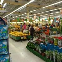 Foto tirada no(a) Sonda Supermercados por Fernando K. em 10/5/2011