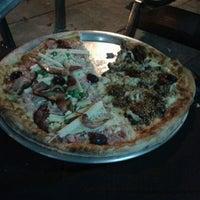 Photo taken at Pizzaria La Forneria by Eduardo M. on 5/30/2012