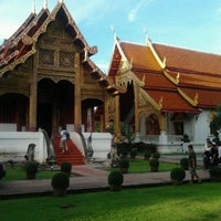 Foto tirada no(a) Wat Phra Singh Waramahavihan por Ronnachai S. em 9/16/2011