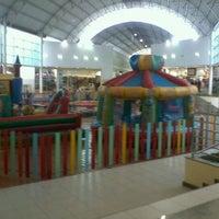 Foto tirada no(a) Montes Claros Shopping por Thalao em 11/7/2011
