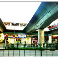 Photo taken at Ang Mo Kio MRT Station (NS16) by Siang Hwee F. on 12/21/2010