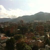 Foto tomada en Hotel NH Bogotá Metrotel Royal por Cesar F. el 3/21/2012