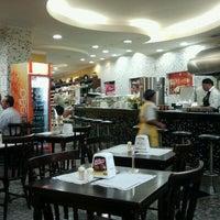 Foto tirada no(a) Padaria Luxo Real por Devanir C. em 10/31/2011