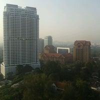 Снимок сделан в Traders Hotel пользователем Muliadi C. 9/2/2011