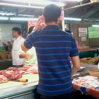 Photo taken at เขียงหมูลุงเอก (เขียงหมูแม่ตุ้ม) by Pub B. on 1/7/2012