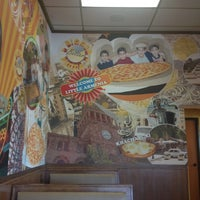 Photo taken at Big Mama's and Papa's Pizzeria by Ina S. on 5/28/2012
