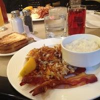 Photo prise au B-Line Diner par Dana G. le7/7/2012