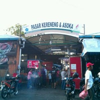 Photo taken at Kereneng Food & Fashion Center by Gus Y. on 8/29/2011