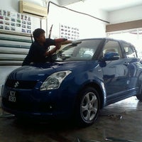 Photo taken at 1st Cool Tint Shop by Badrulhafiz S. on 1/22/2012