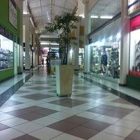 Foto tirada no(a) Shopping do Calçado de Franca por Beto L. em 6/24/2011