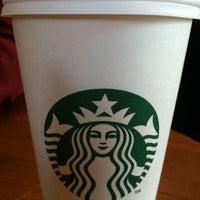 Das Foto wurde bei Starbucks von Aneesha K. am 7/25/2011 aufgenommen