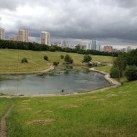 6/8/2012 tarihinde Mansur D.ziyaretçi tarafından Парк Олимпийской деревни'de çekilen fotoğraf