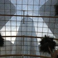 Photo taken at Detroit Marriott at the Renaissance Center by Eddie P. on 6/7/2012