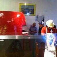 Foto scattata a Pupatella Neapolitan Pizza da Norm il 2/26/2011