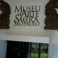 Foto tirada no(a) Museu de Arte Sacra por Ivan T. em 7/21/2012