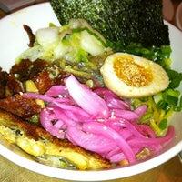 Foto tirada no(a) Momofuku Noodle Bar por Helen L. em 6/10/2012