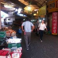 Photo taken at 모래내시장 by Lee K. on 9/7/2011