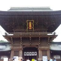 Photo taken at Hakozakigu Shrine by Kazuki S. on 6/16/2012