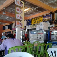 Photo taken at Restoran Pak Mal Nasi Ayam by Hana M. on 7/3/2012