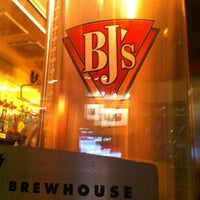 Foto tirada no(a) BJ's Restaurant and Brewhouse por Fernando M. em 3/5/2012