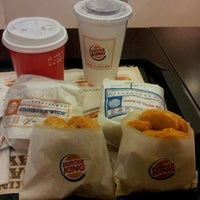 Foto tirada no(a) Burger King por christina k. em 5/4/2012