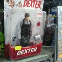 Foto diambil di Comic Stores oleh Rubén I. pada 12/17/2011