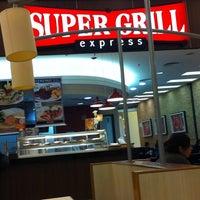 Foto tirada no(a) Super Grill Express por Sabrina L. em 11/4/2011