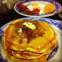 Photo taken at Sanborns by Oscar Fco G. on 1/29/2012