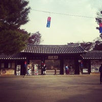 Photo taken at Korean Folk Village by Woo j. on 11/13/2011