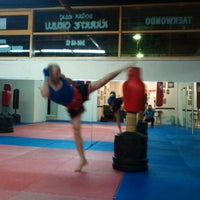 Photo taken at FİGHT TiME AKADEMY  muay thai by Numan Can A. on 6/4/2012