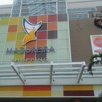 Foto tirada no(a) Madureira Shopping por Renato S. em 11/21/2011