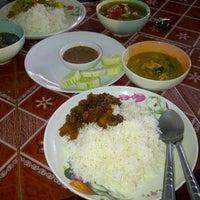 Photo taken at ครัวแม่โจ้ อาหารปักษ์ใต้ by Pradabpong W. on 12/3/2011