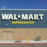 รูปภาพถ่ายที่ Walmart Supercenter โดย Joshua R. เมื่อ 3/9/2012