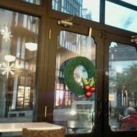 Photo taken at Starbucks by Shuhei Y. on 11/14/2011