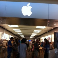 Photo taken at Apple Houston Galleria by Nikita B. on 10/2/2011